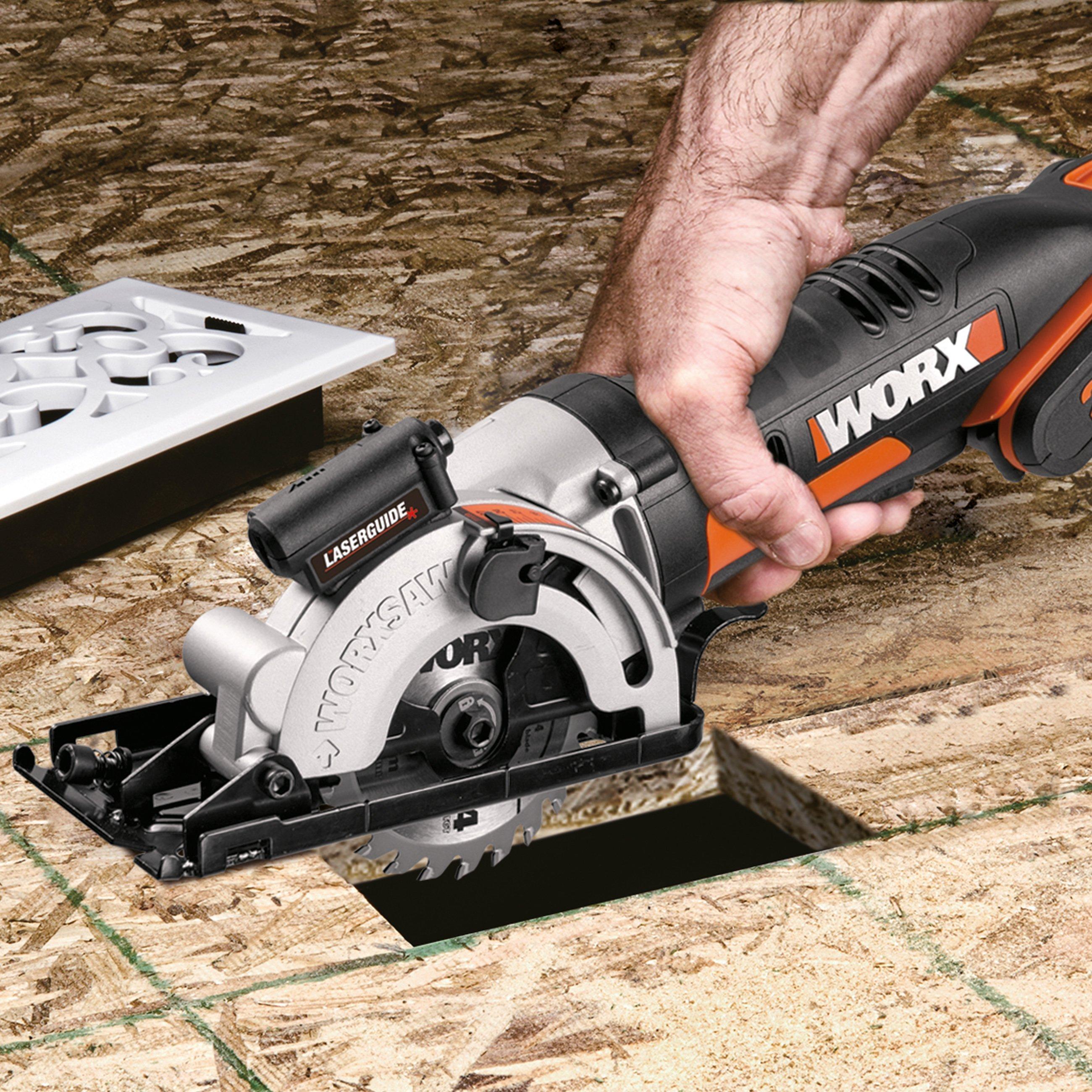 Worx WX523 20V Akku-Kompakt-Handkreissäge, Einhandbedienung auf dem Boden